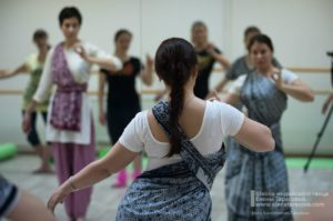 индийские танцы онлайн, обучение по видео, видеоуроки по индийским танцам, индийские танцы в Петербурге, научиться индийским танцам, студия индийского танца, школа индийских танцев, Елена Тарасова, обучение индийским танцам в Петербурге, занятия индийскими танцами, индийский танец обучение, индийские танцы на праздник