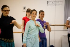 индийские танцы в Петербурге, научиться индийским танцам, обучение индийским танцам в Петербурге, студия индийского танца, школа индийских танцев, научиться индийским танцам, школа танца Елены Тарасовой, видеопособие по индийским танцам, танцы днем, дневные группы, занятия днем